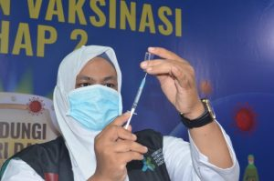 Ini Alasan Vaksinasi Tahap 2 Sasar Lansia-Petugas Layanan Publik