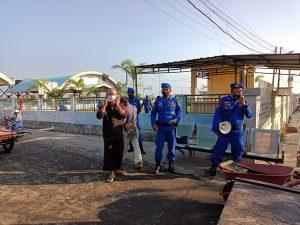 Dukung Program Kapolri, Ditpolairud Polda Aceh Kembali Bagi Masker di Pasar Ikan