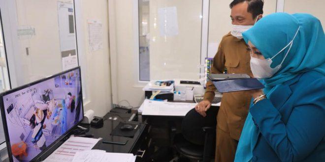 Ketua PKK Aceh Jenguk Abu Doto di RSUDZA